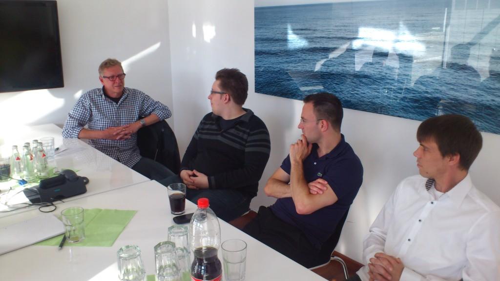 Shopbetreiber und Entwickler im Gespräch um das Thema E-Commerce Marketing